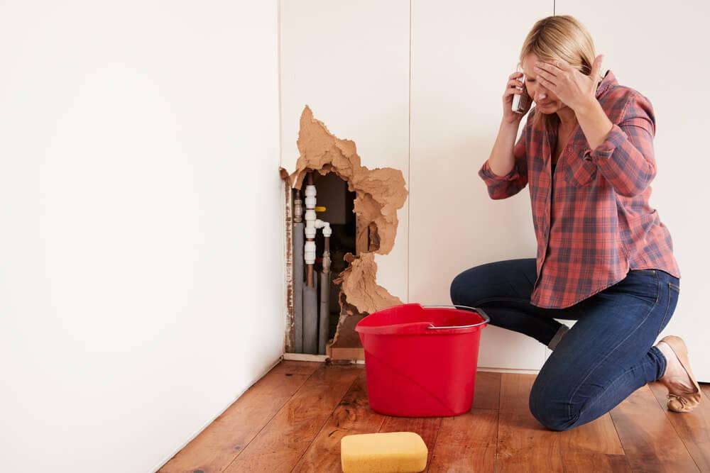 3 Plumbing Problems You Should Never DIY